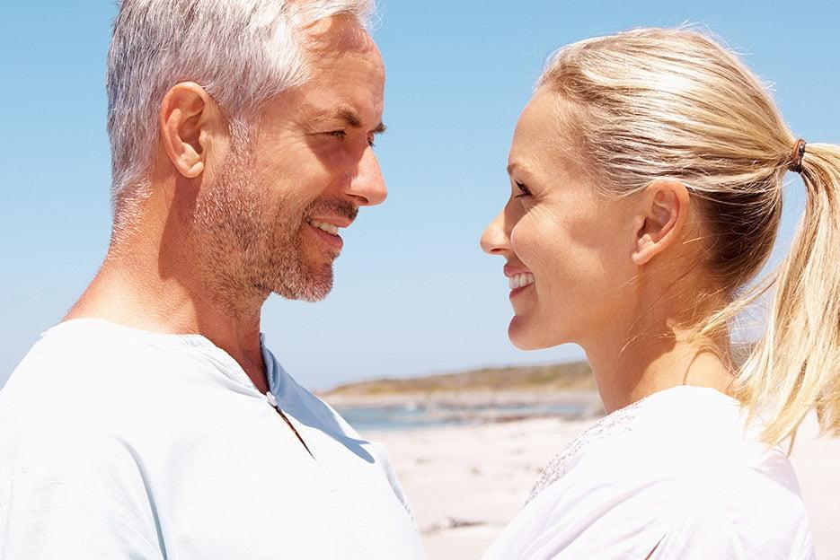 пожилая пара с молодой девушкой - 4